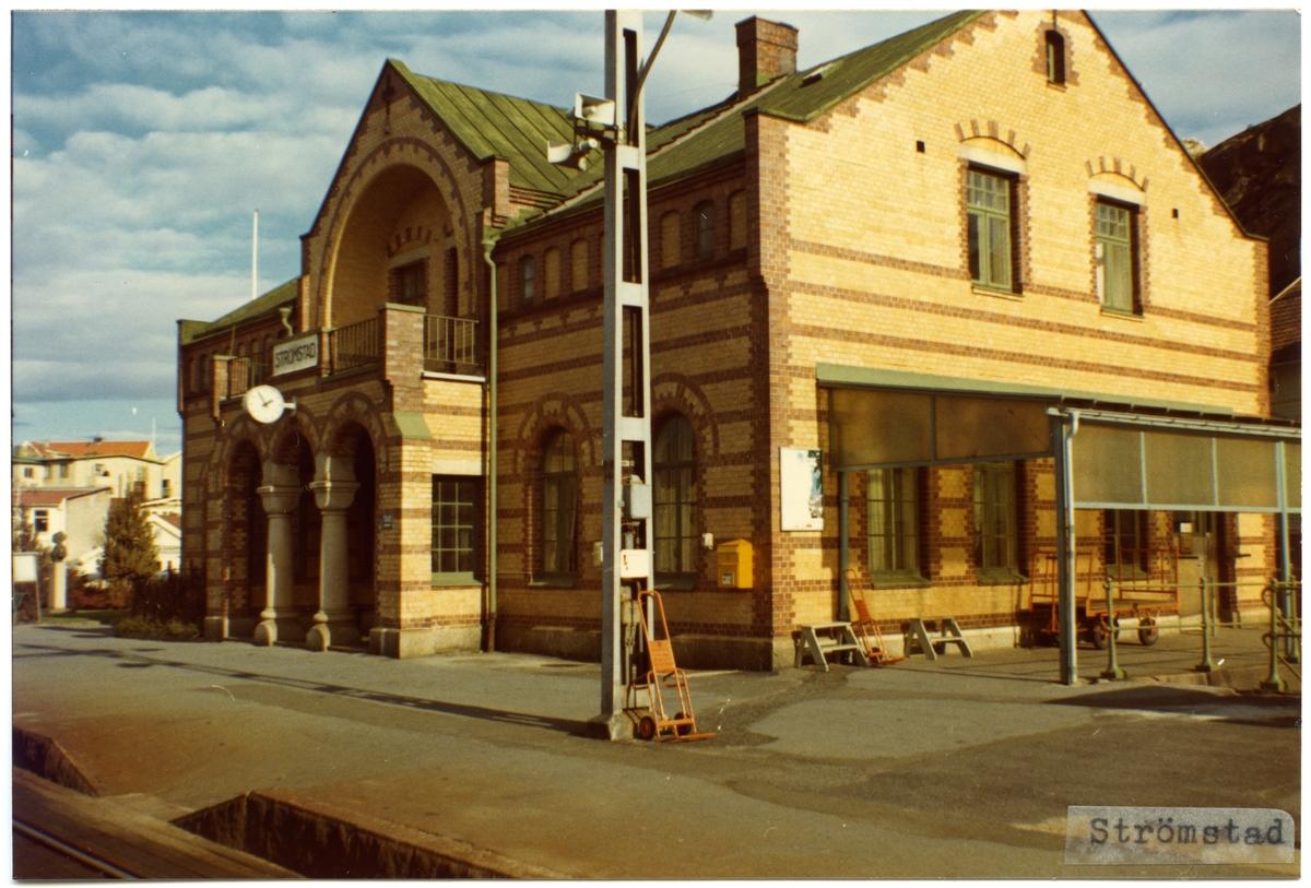 Stationen anlades 1903. Expedition och väntsal renoverades 1932. 1941 uppfördes ett rälsbussgarage.