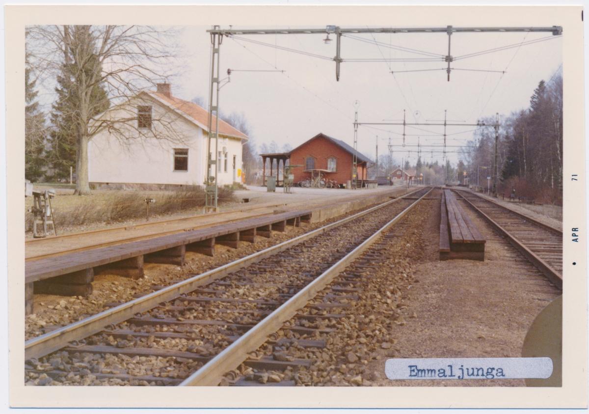 Station anlagd 1874. Tvåvånings putsat stationshus. Stationshuset sålt till Privat bostad 2005.