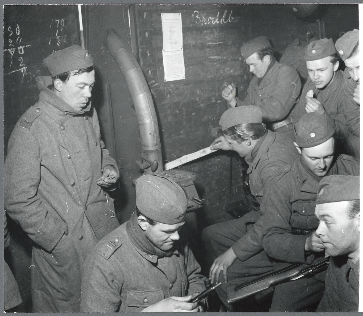 Militärtransport på linjen mellan Nässjö - Falköping. Ombyggd godsvagn för husering av soldater.