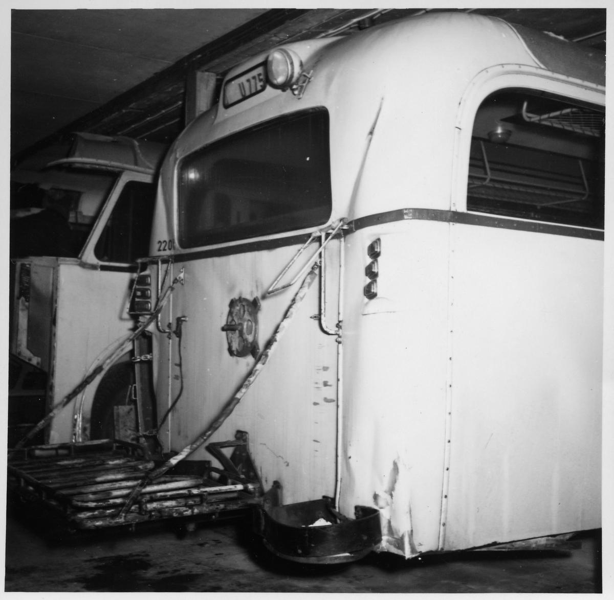 Scania-Vabis B62 buss inne för reparation vid Svenska Karosseriverkstäderna, SKV. Statens Järnvägar, SJ buss 2201.