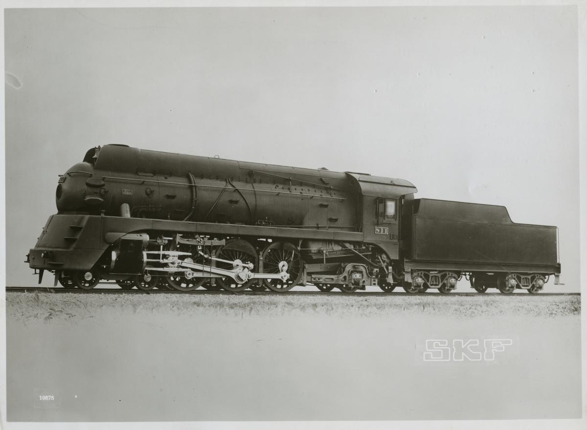 Sydmanchuriska Järnvägen, SMR lok 811. Internationella namn inkluderar South Manchuria Railway (Chinese: 南滿鐵路; pinyin: Nánmǎn Tiělù), senare även under namnet Changda Railway (Chinese: 長大鐵路; pinyin: Cháng Dà Tiělù).