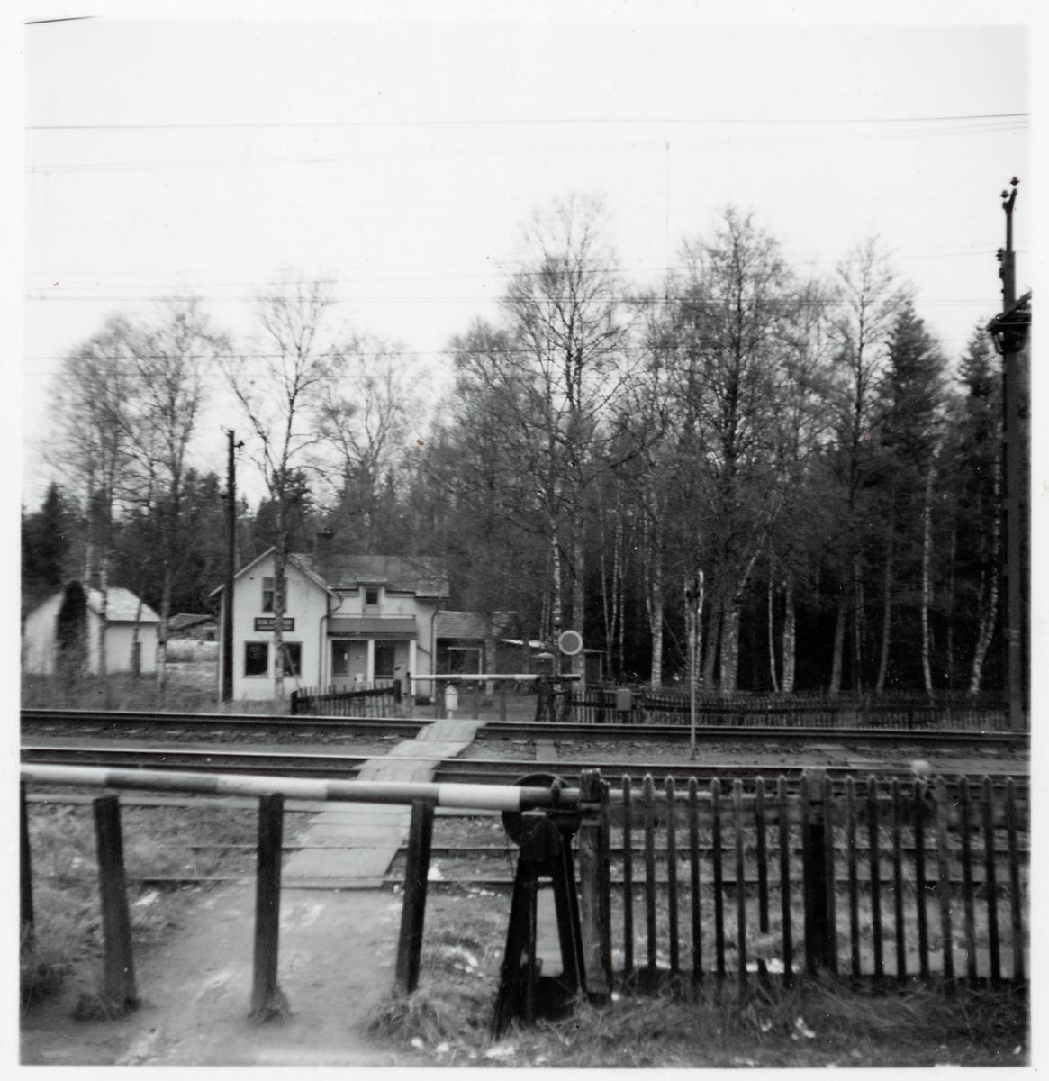 Järnvägsövergång vid Solberga station, södra delen av bangården.