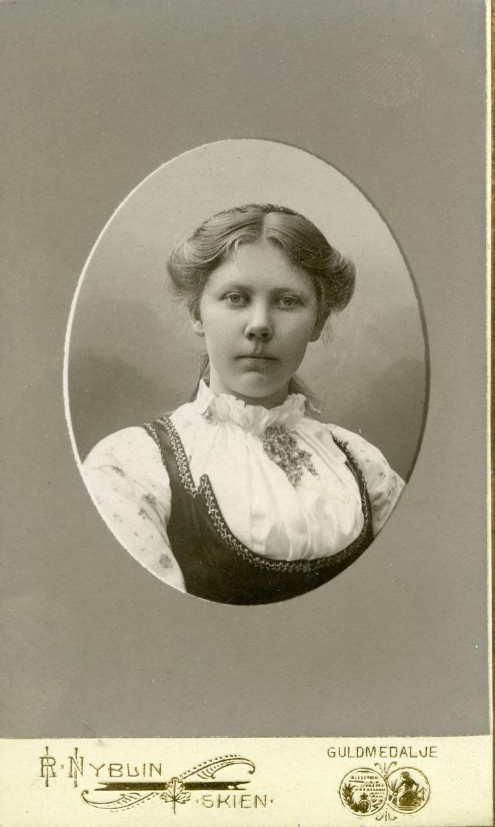 Portrett av Ingrid Gvarv.