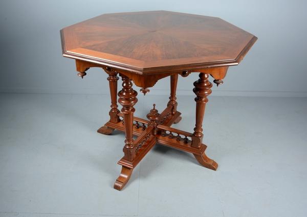 dating antikke møbler føtter