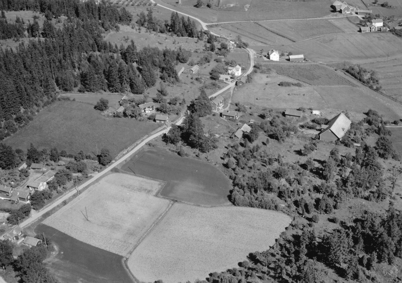 Flygfoto ver lmstad i Jnkpings kommun. Nr N 221