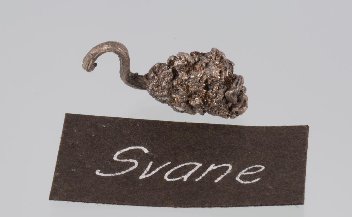 """""""Svane"""" Vekt: 5,97 g Størrelse: 2,7 x 1,2 x 0,8 cm"""