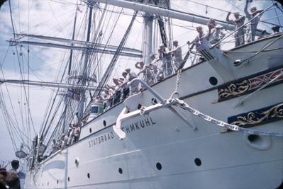 Kadetter fra skoleskipet STATSRAAD LEHMKUHL.