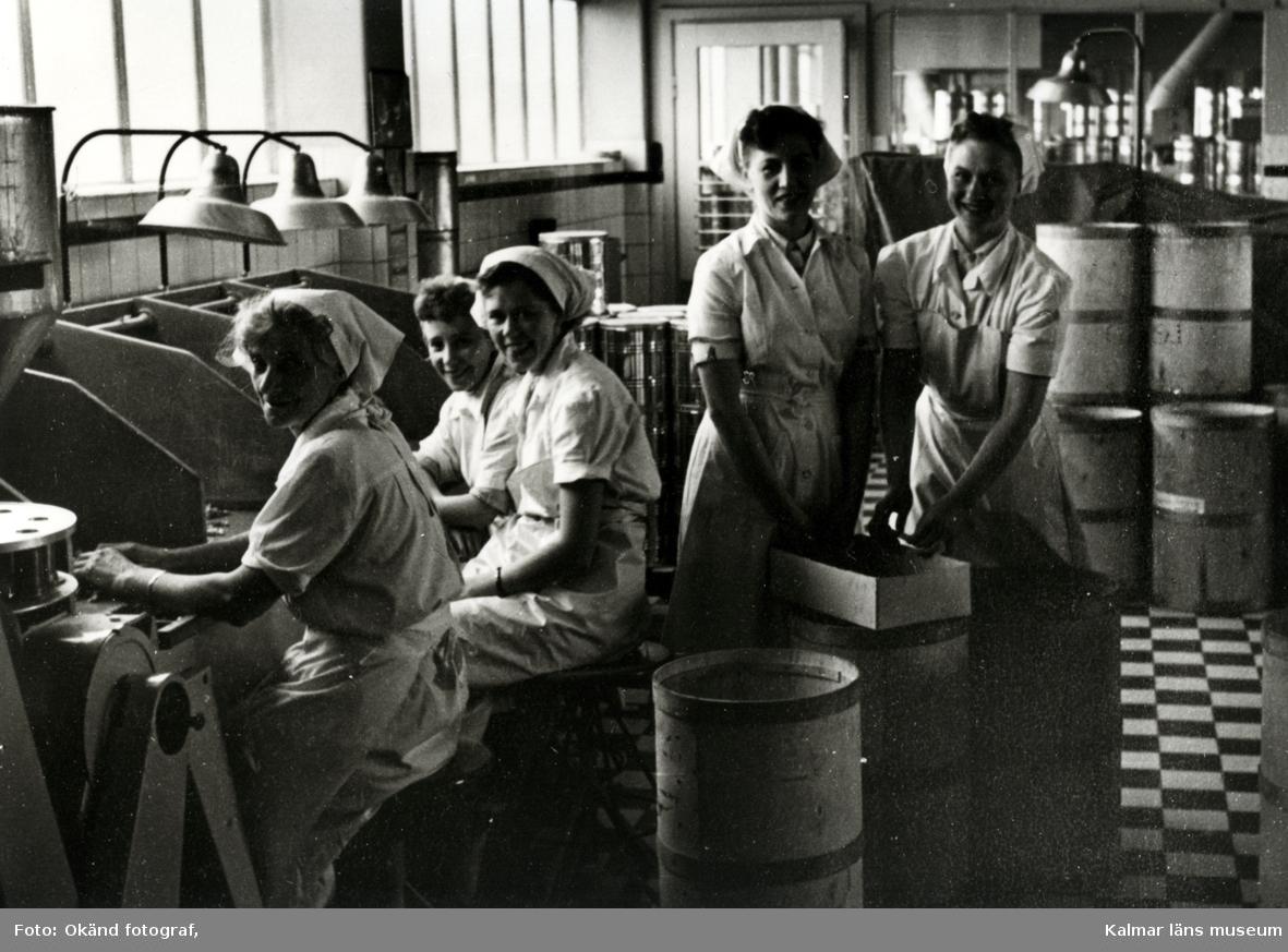 Konfekttillverkning i chokladfabriken.