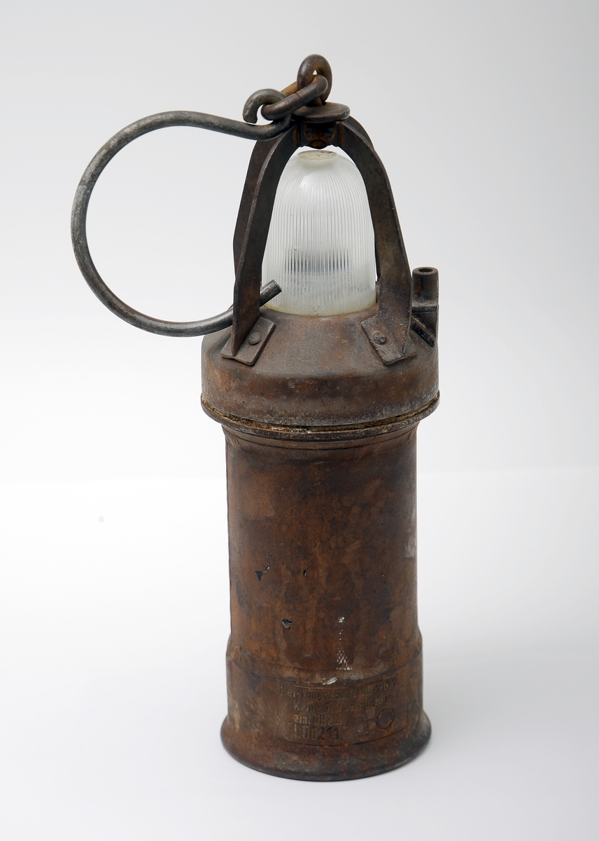 Bærebar lyskilde brukt av det tyske Lulftwaffe under 2. verdenskrig som feltlandingslys for fly. Lykta består av 2 sylinderformede ståldeler. Pæren er beskyttet av et glassdeksel som igjen er beskyttet av 4 stållister. Øverst er det en kraftig krok, slik at lykten også kan henges opp.