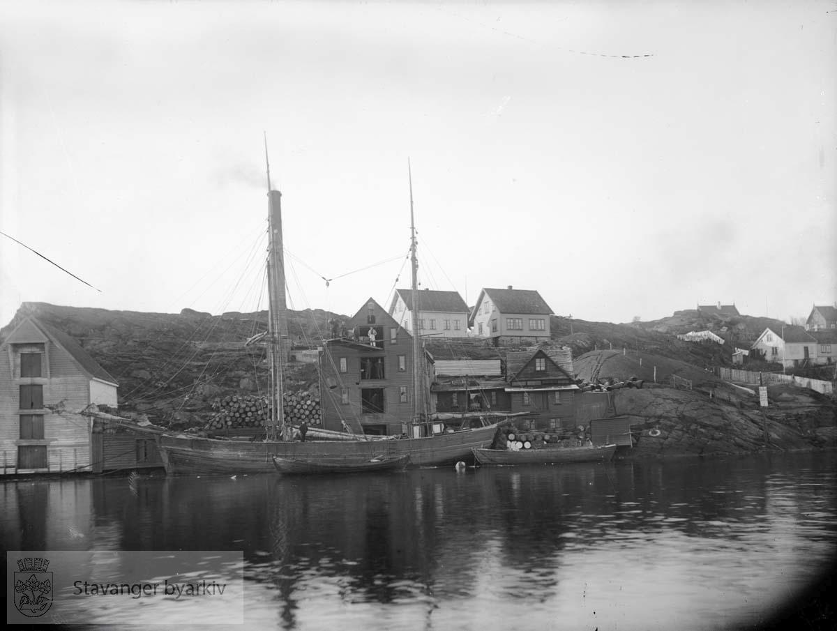 Ola Olsens sildoljefabrikk mellom Sandviken og Kalhammaren.