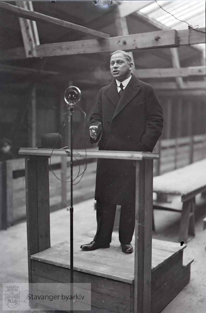 John Norem på talerstolen.