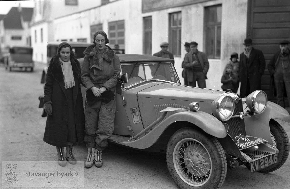 Billøpet Monte-Carlo, bil nr. KV-2946 .Rally Monte Carlo: Kvinnelig sjåfør og hennes venninne