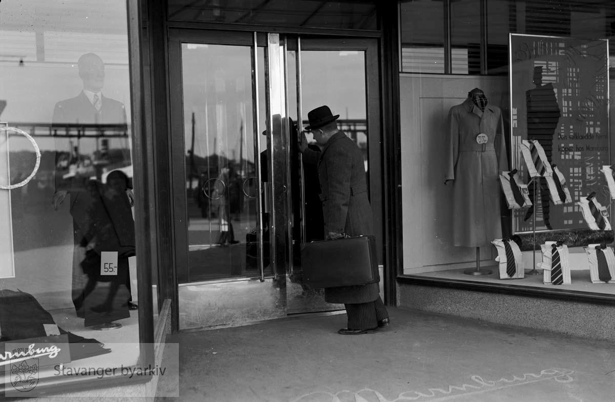 Sandnes Ullvarefabrikk, J F Marnburg a/s .Interiør fra Marnburgs varehus