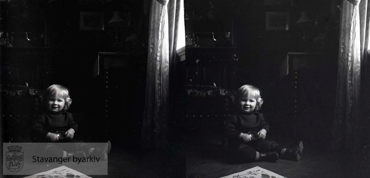Stereofotografi..Christian Wilhelm Eckhoff født 03.06.1909. Sønn av Nicoline og Michael Eckhoff..Bildet er tatt i 1910.