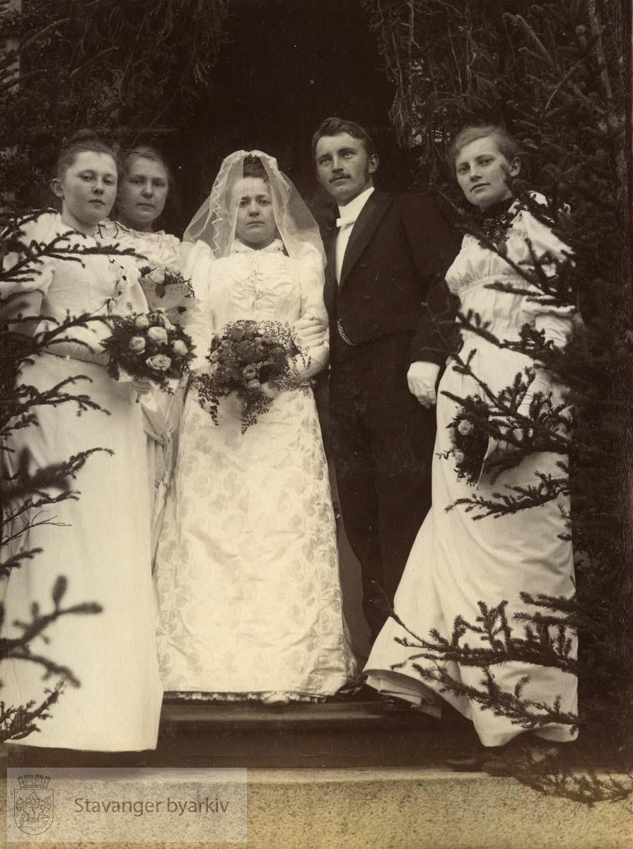 Olga Racine og Cornelius Middelthon gifter seg 19. mai 1892..(Opplysninger gitt av Trygve Middelthon)