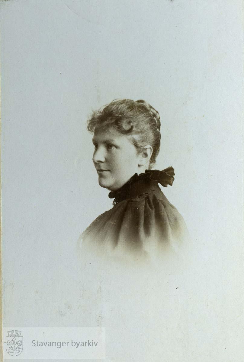 Portrett av Martha Monsen
