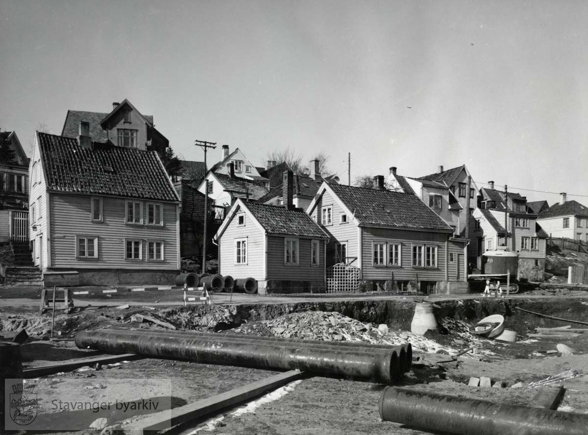 Fra venstre: Nedre Kleivegate 8, 3, 5, og 18. Nr. 3 revet november 1955. Nr. 5 revet februar 1956.