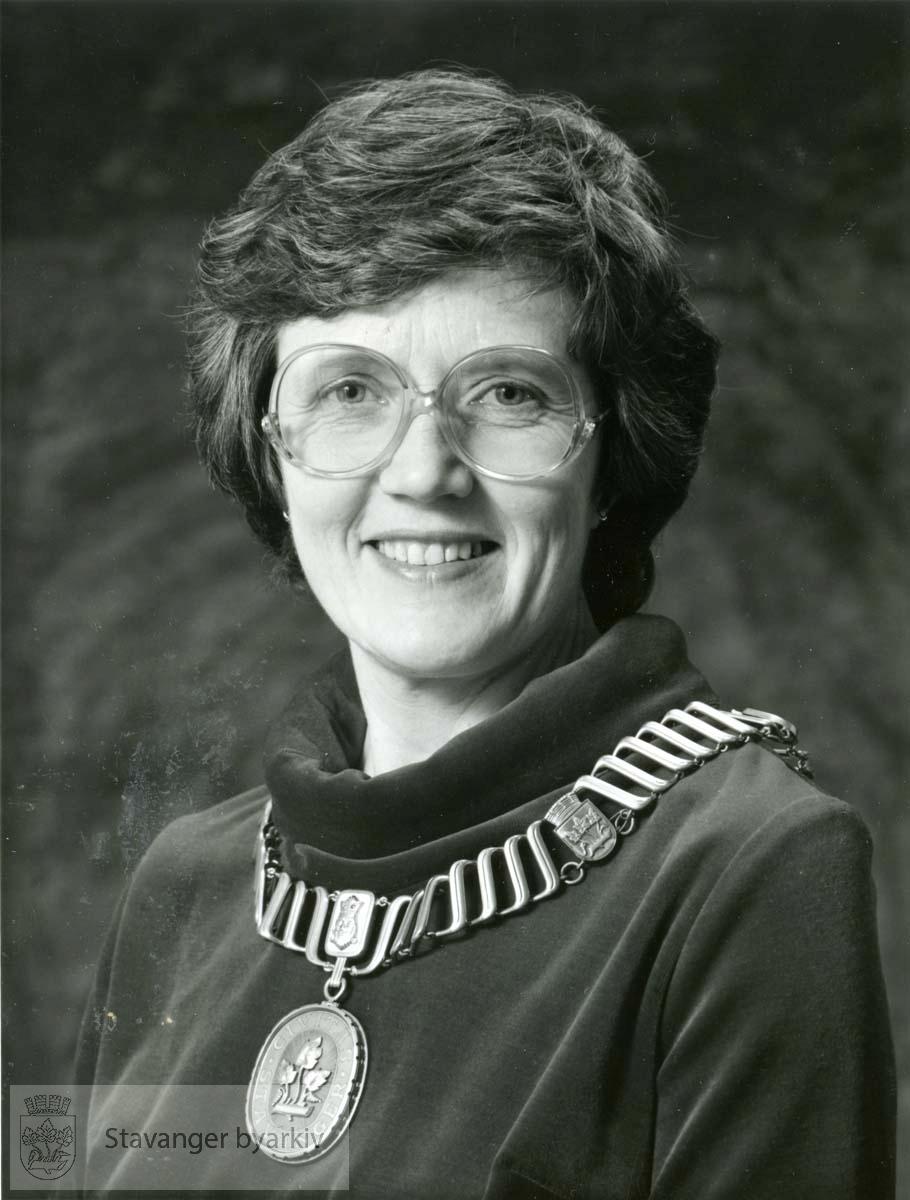 Ordfører i Stavanger 1982-1987. Høyre.Lærer