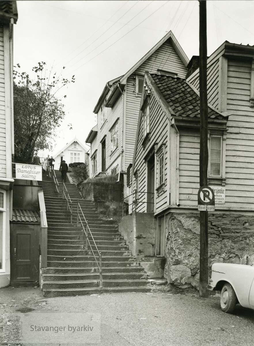 Nedre Kleivegate 18 revet januar 1959..Store Trappegang 1 revet desember 1959.
