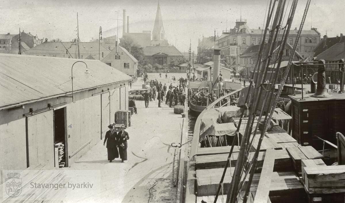 Langs brygga i Kristiansand sentrum