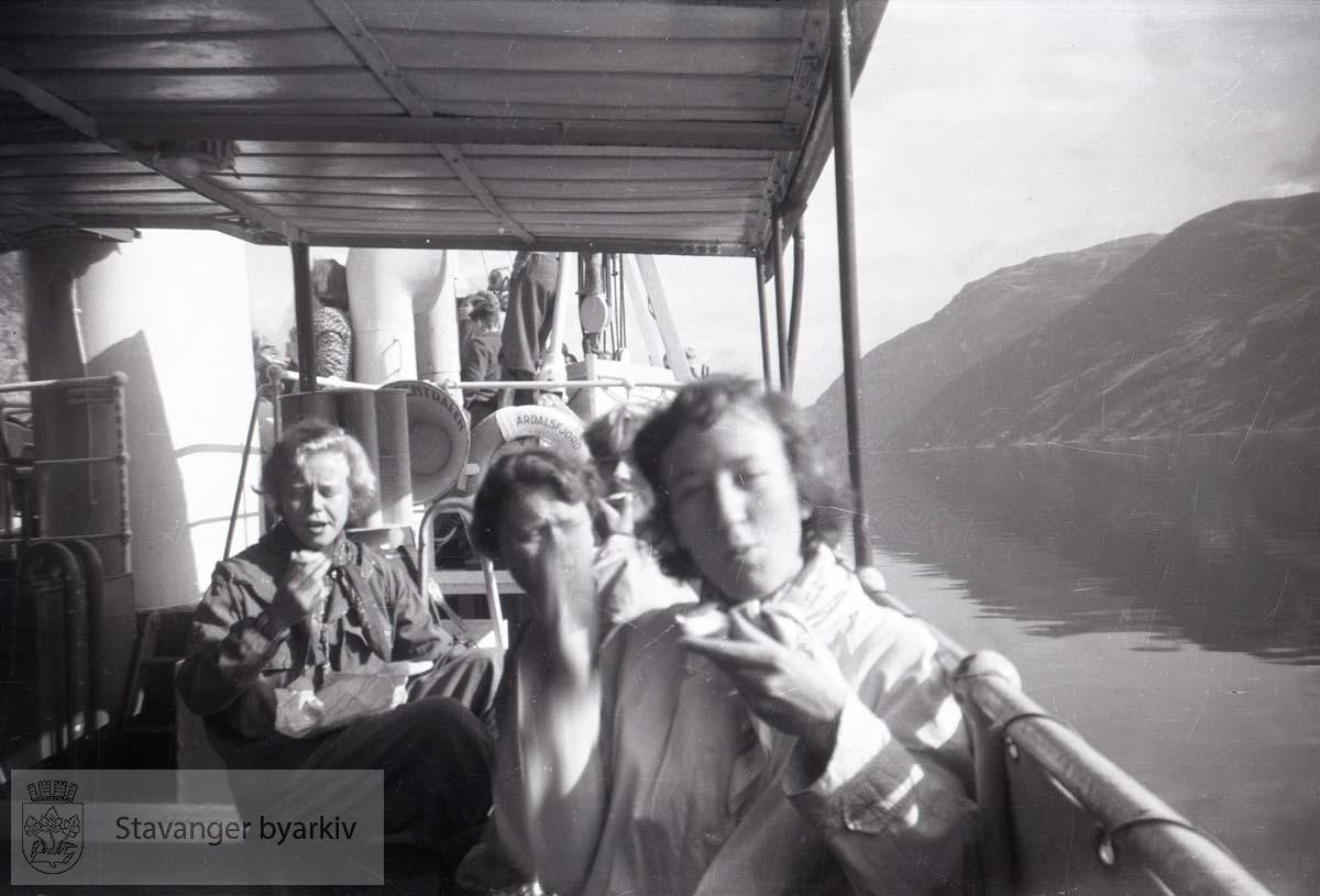 Tre passasjerer ombord i ferger