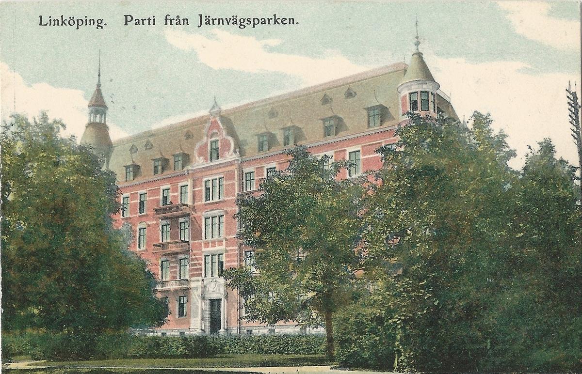 Vykort från  Linköping Järnvägsparken  Järnvägsavenyn, Järnvägsparken, Sankt Larsgatan , Miljonpalatset, Vasavägen, Poststämplat 11 maj 1909