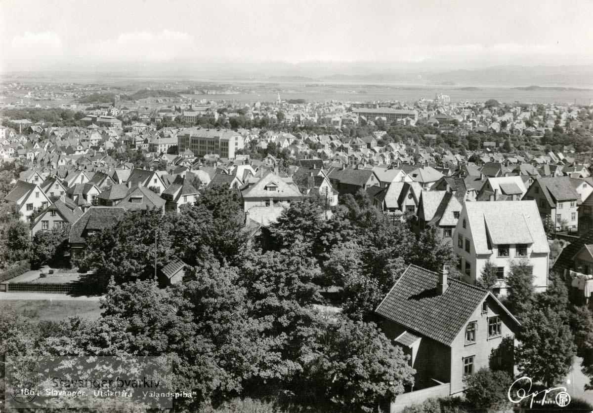 Utsikt fra Våland, mot Våland skole, St Svithun skole i bakgrunnen