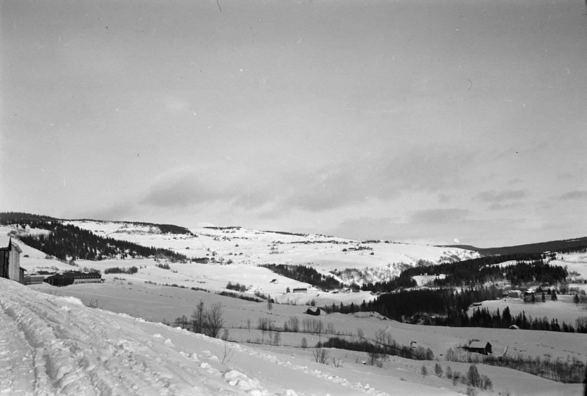 Ved Nedre Kleva, Østre Gausdal, sett mot Øygarden
