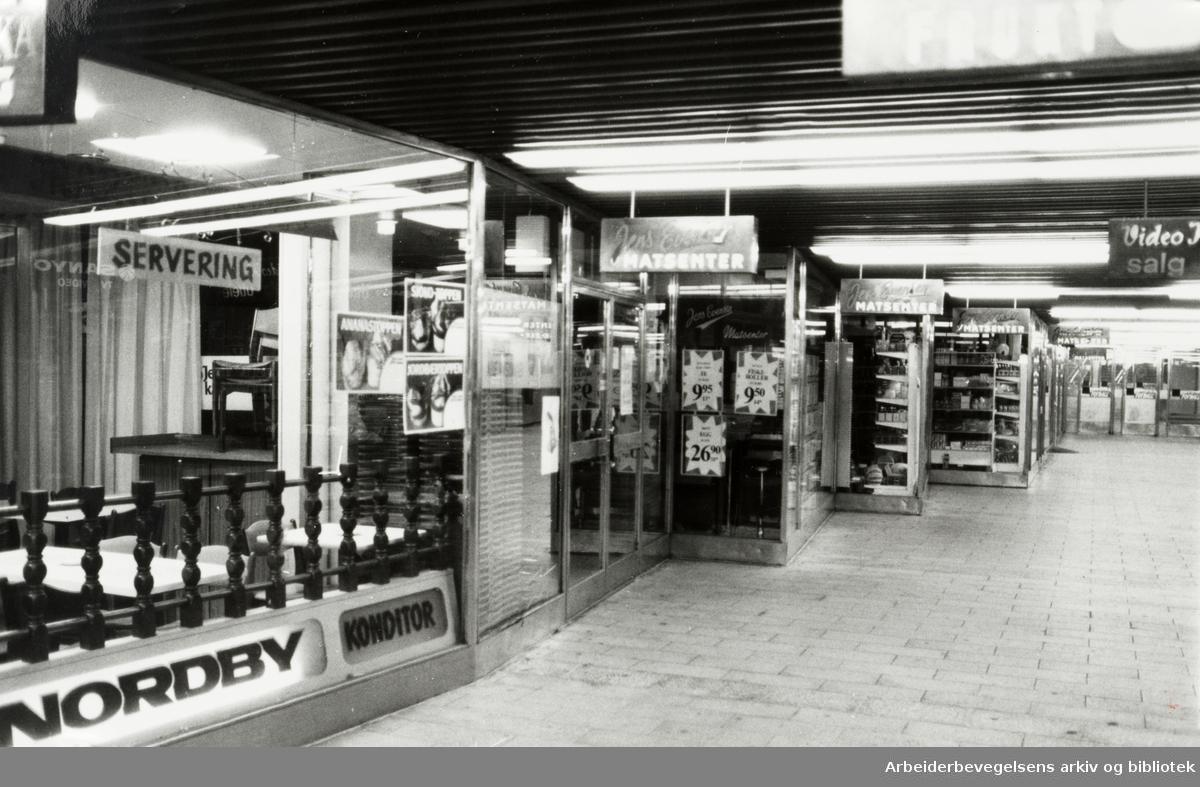 Grønland T-banestasjon. Juli 1982
