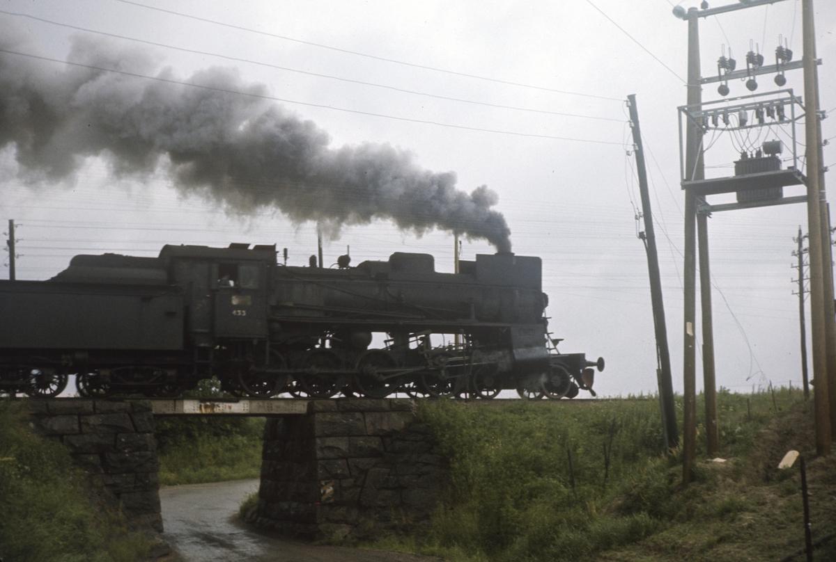 Damplokomotiv 26c nr. 433 i godstog på Solørbanen.