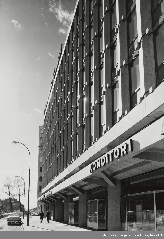 Haakon VIIs gate. A/S Christiania Portland Cementfabrikks nybygg. April 1961