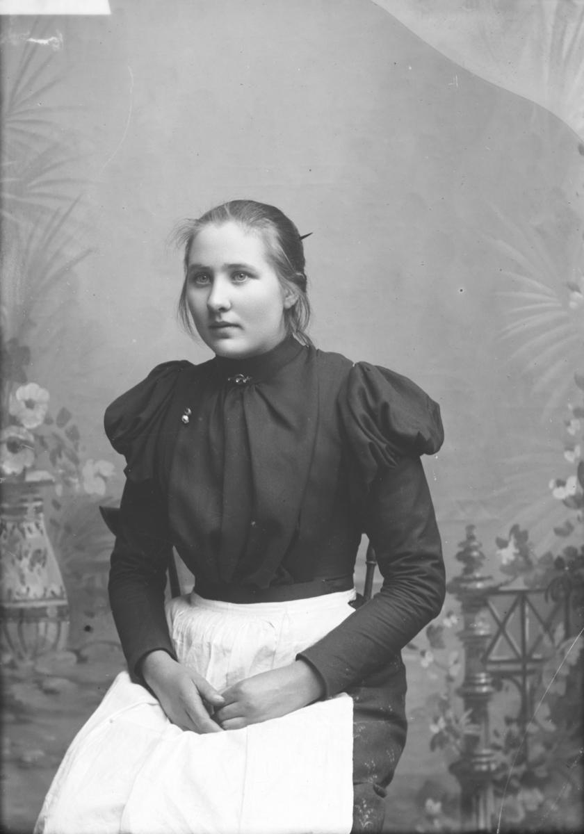 Portrett av Anne Olsdatter Løland f 1880