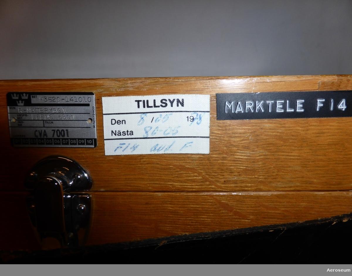En resistansmätbrygga i tillhörande trälåda. Tillverkad av Leeds & Northrup Co.
