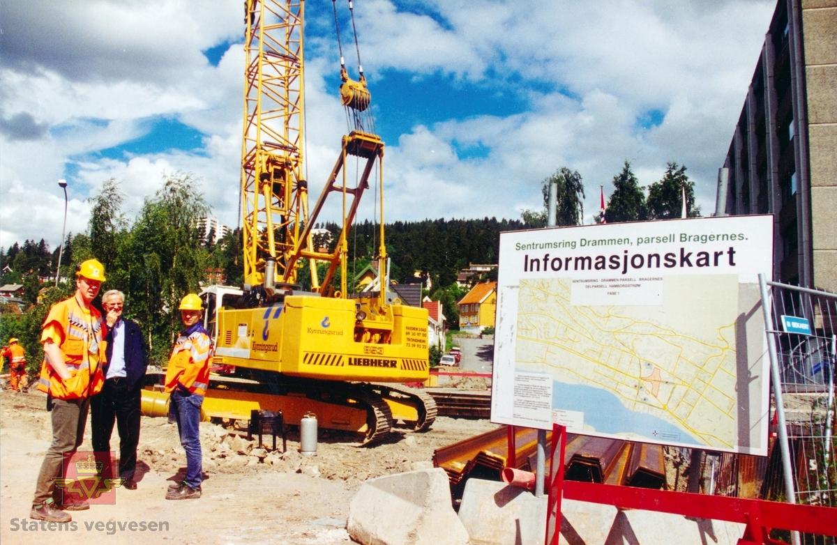 Informasjonstavle på bygeplassen, vegutbygging  sentrumsring i Drammen.