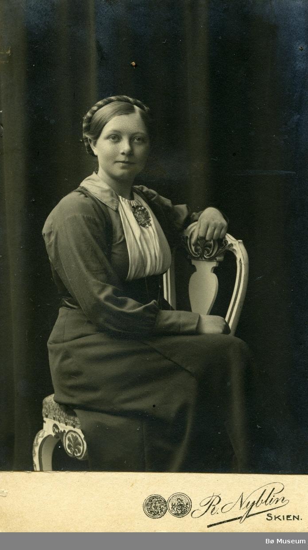 Portrettfoto av ukjent kvinne