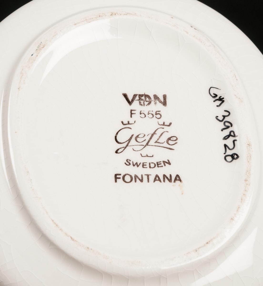 Såssnipa, vit grund med dekor av brunt brett band samt blomster. Dekor: Fontana Modell: TF VDN-märkt F555