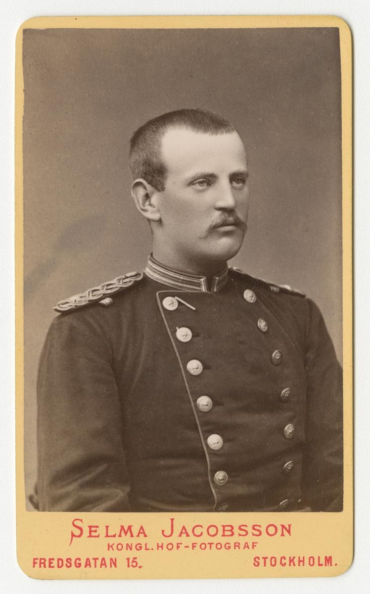 Porträtt av Johan Vitalis Odqvist, underlöjtnant vid Västgöta regemente I 6.  Se även bild AMA.0005517.
