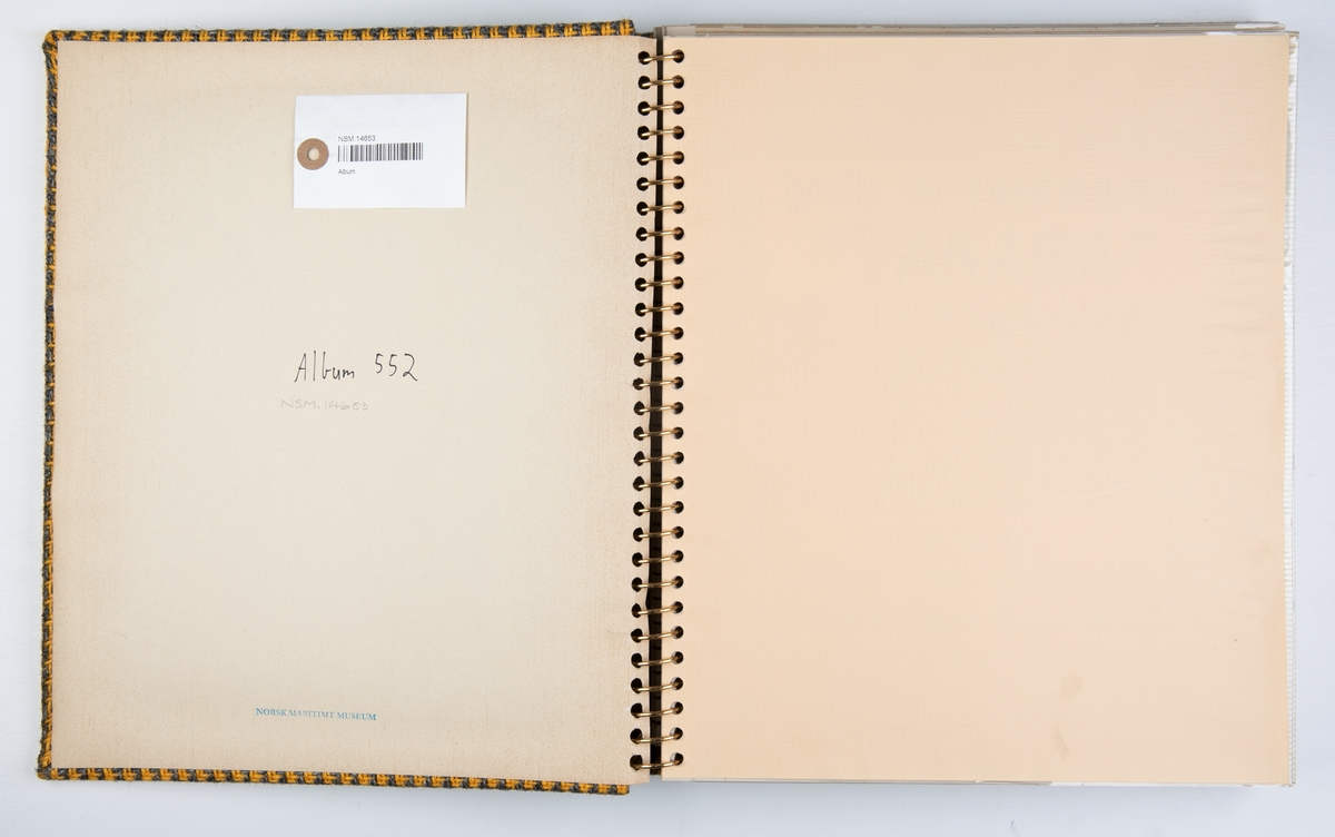Album med fotografier fra byggingen og leveringen av motorskipet Takara ved Mitsubishi Heavy Industries i Yokohama