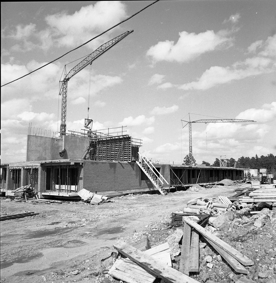 Byggnadsfirma Lunds nybygge på Brattberget Lyftkran, tegel, rör