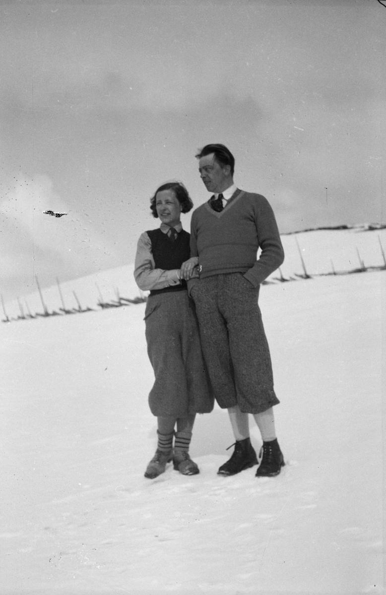 Portrett av kvinne og mann, vinterbilde