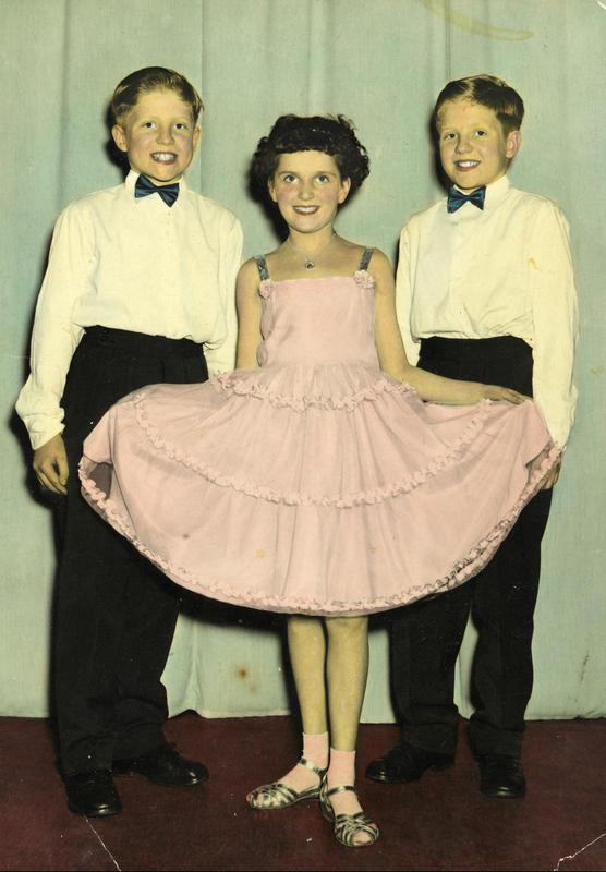 Danseball hos Per Røtvoll danseskole i Sandaker Samfunnshus i 1957. Det var en tradisjon for oss på Enerhaugen å gå på danseskole. De eldste gikk på Ring og de yngre på Per Røtvoll. Dette var viktig, så vi kunne oppføre oss i en hver situasjon. (Foto/Photo)