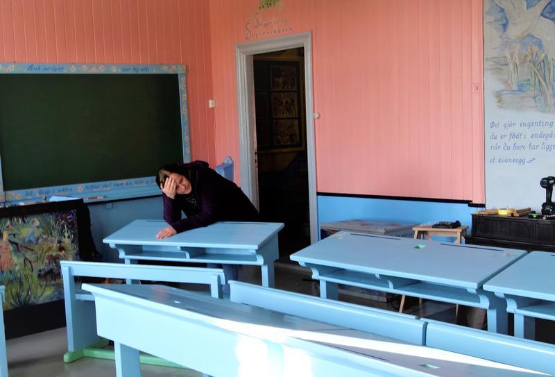 Det er mye som skal planlegges og flyttes på før restaurering av maleriet. Tenkepause for malerikonservator Anne Milnes. Foto: MiA (Foto/Photo)