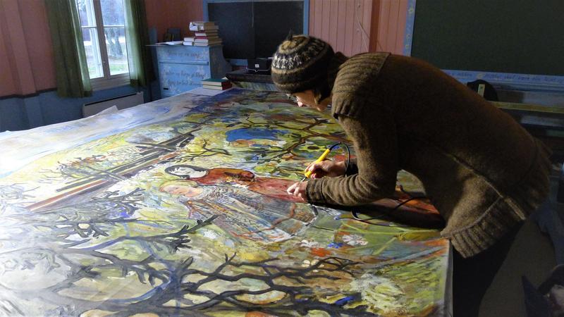 Malerikonservator Katrine Scharffenberg utfører konsolidering og reparasjon av hull og rifter mens maleriet ligger på bordet. Foto: Anne Milnes. (Foto/Photo)