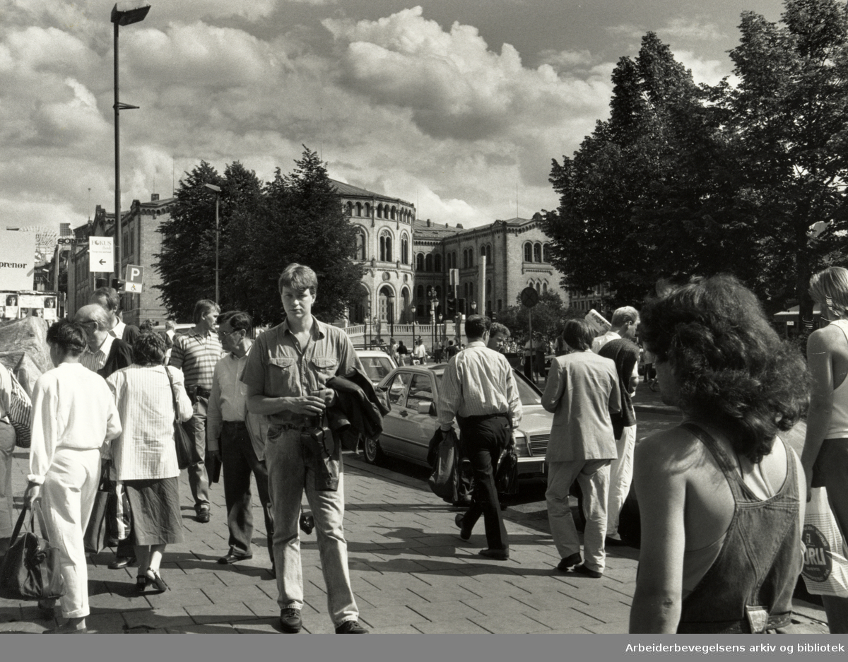 Karl Johans gate. Stortinget. Juni 1988