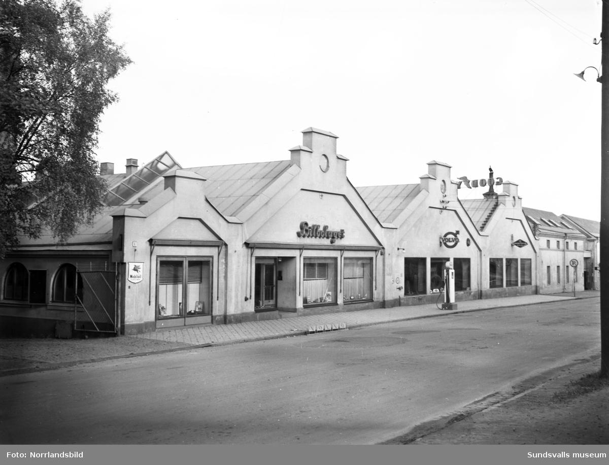 Bilbolagets fasad och skyltfönster mot Bergsgatan.