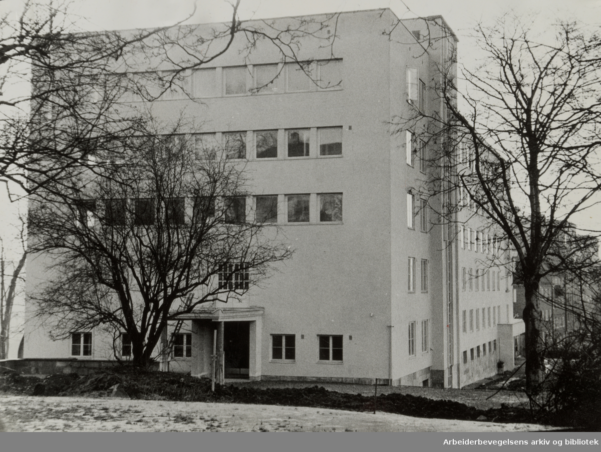 Kronprisesse Märthas Institutt ved Carl Berners Plass. Mars 1957