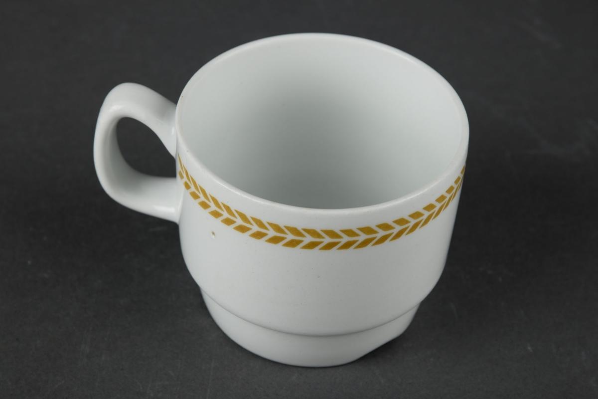Kaffekopp med brunt dekor på utsiden.