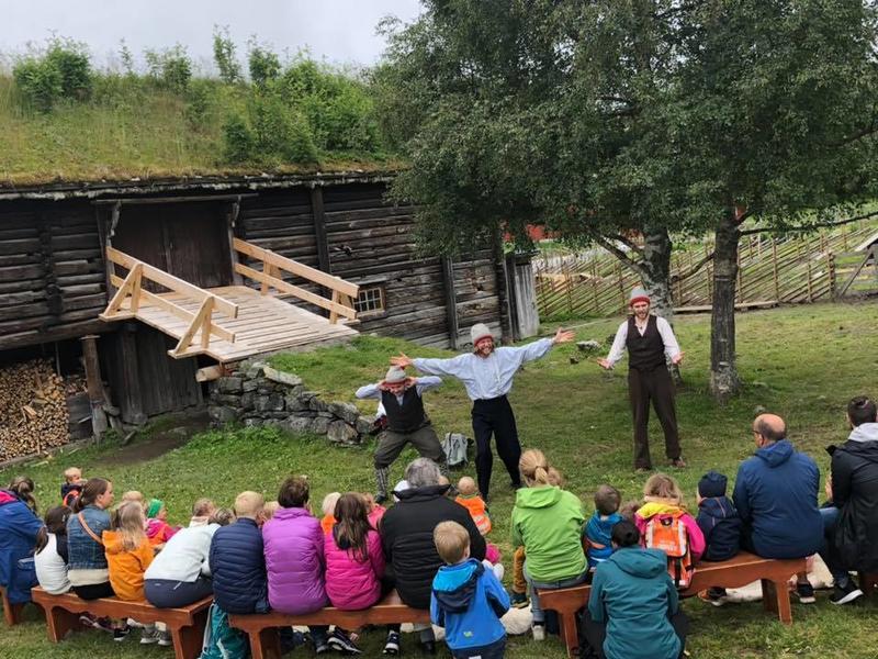Besøk dyrene på gården Nesset, bli med på eventyrstund eller utforsk museet med alle sine aktiviteter, hus, kriker, kroker og eventyrsti. Dagen er deres! (Foto/Photo)