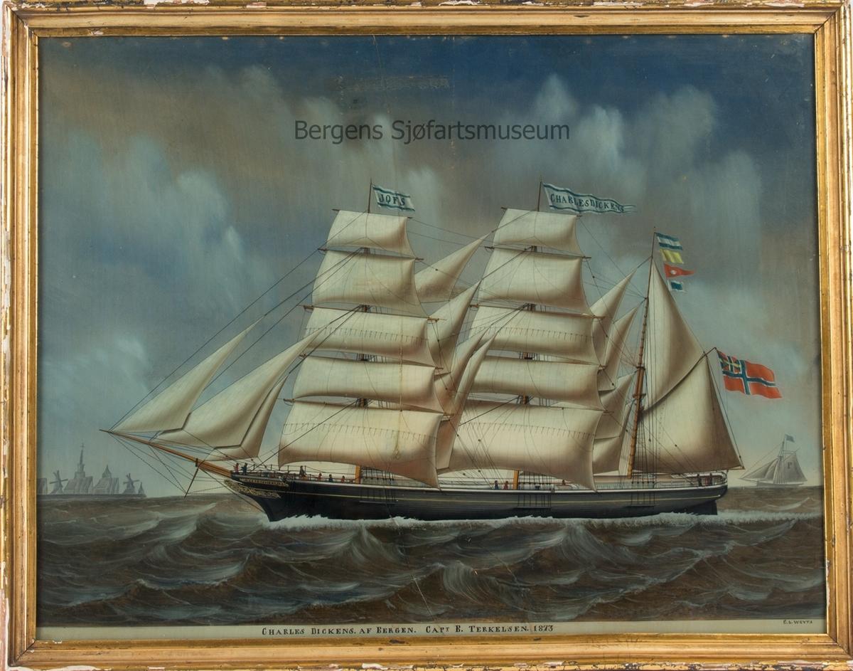 Skipsportrett av bark CHARLES DICKENS. Fører kjenningssignal JQFS, og norsk flagg med unionsmerke i akter. Til høyre i motivet et losfartøy, og til venstre Vlissingen i Nederland.