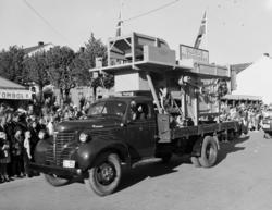 Hamardagen, Stortorget, Hamar. 1946. Opptog. Fargo lastebil